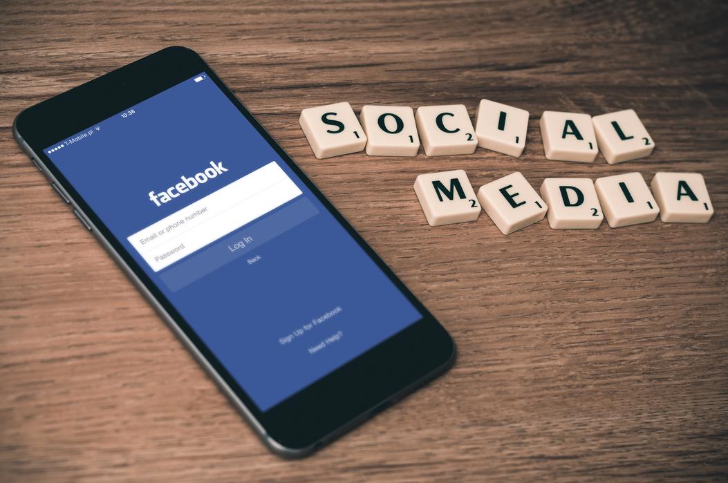 iphone using facebook
